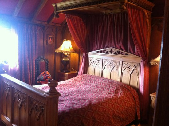 Wolds Village: Victorian Gothic bed