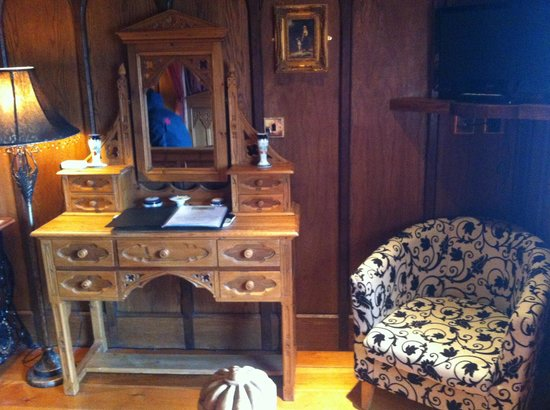 Wolds Village: Victorian Gothic room