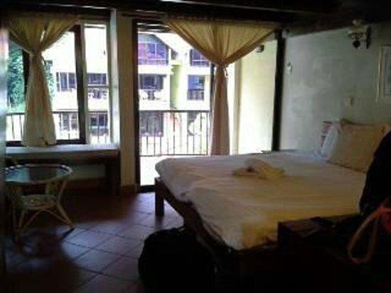 Anjungan Beach Resort: our king bed room area