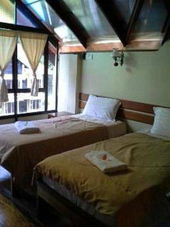 Anjungan Beach Resort: our 2 single bed area (mezzanine floor)