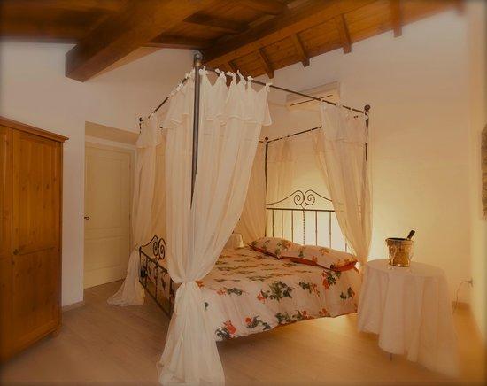 Camere Con Letto A Baldacchino : Una delle camere con un romantico letto a baldacchino foto di