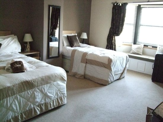 Fernroyd House B&B: Our comfortable, spacious room