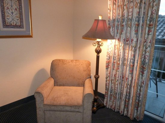 تريانون بونيتا باي: reading chair
