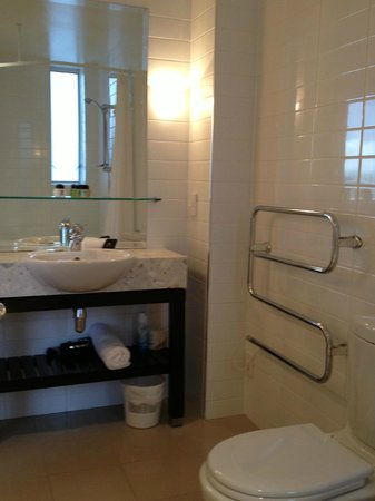 The Reef Resort: Bathroom w' spa