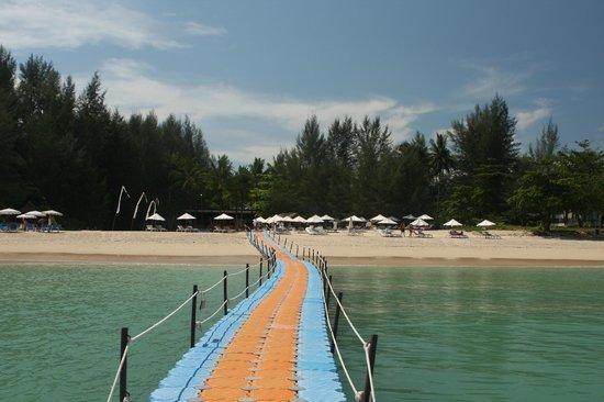 """โรงแรมสโรจิน: view of Sarojin beach to right of their """"Tupperware"""" dock"""