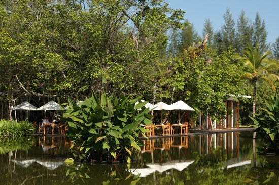 The Sarojin: Restaurant and grounds