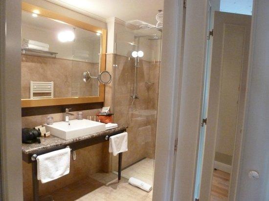Hotel Grandezza: Bath