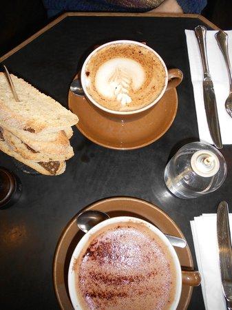 Englen: Chocolat chaud et Café lacté