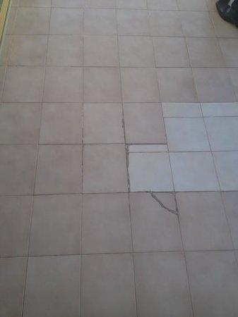 SENTIDO Gran Canaria Princess: balcony tiles