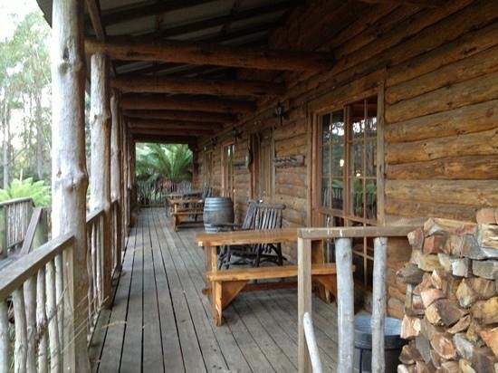 Lemonthyme Wilderness Retreat: The lodge verandah