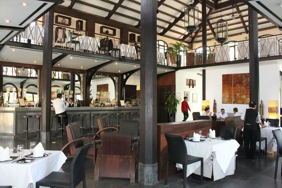 Heritage Suites Hotel: Bar and restaurant