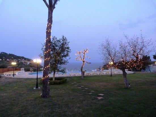 Hotel Blau Mar: Beleuchtung am Pool