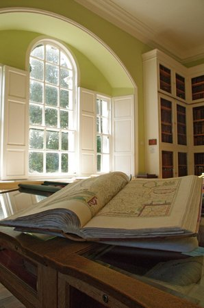 Library of Innerpeffray: Inside the Library