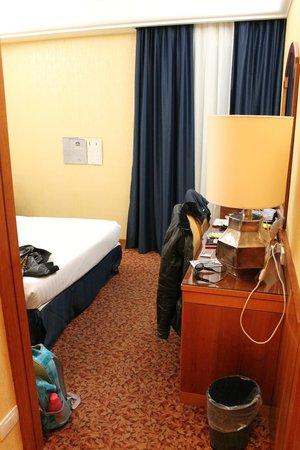 Hotel Mondial : habitacion