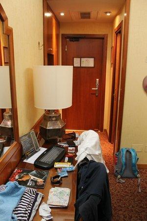Hotel Mondial: Entrada