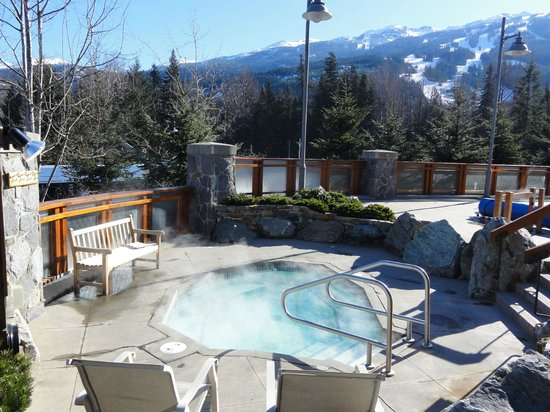Pan Pacific Whistler Village Centre: One of the two outdoor hot tubs