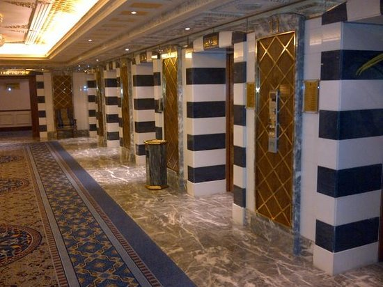 InterContinental Dar Al Tawhid: Elevator lobby on our floor