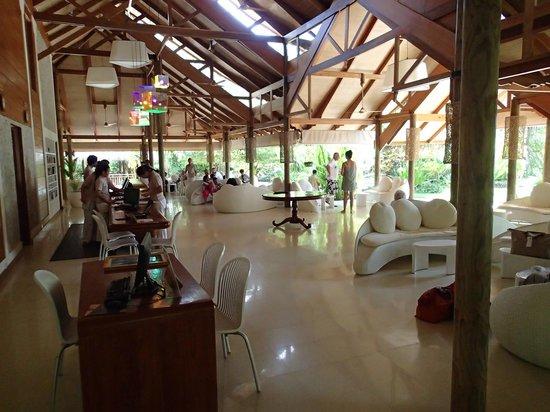 Kuramathi Island Resort: lobby
