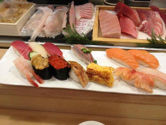 Tsukiji Sushisay Honten: Our set!