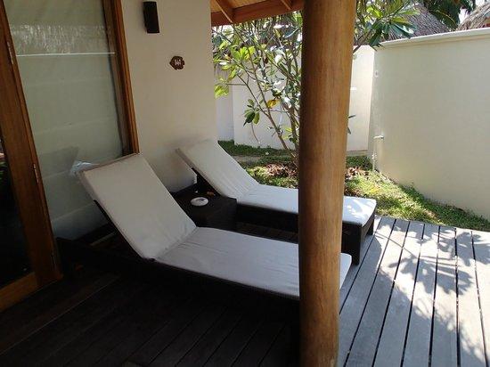 Kuramathi Island Resort: Terrasse du bungalow