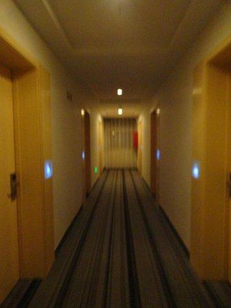 Shengyuan Xiangjiang Hotel: corrider outside the hotel room