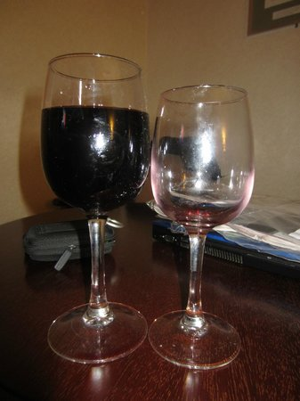 The Ardilaun Hotel: Glass on left from bar, glass on right from room service - both €5.75!