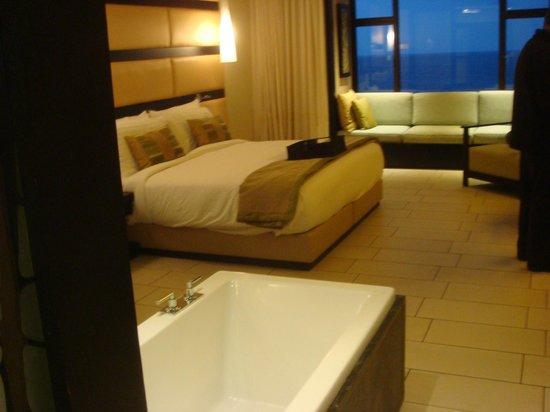 Fairmont Zimbali Resort: Chambre moderne et confortable