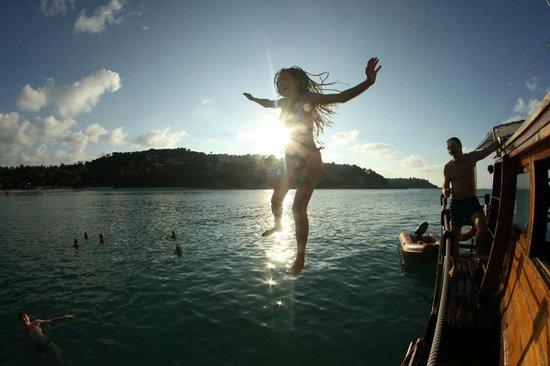 Boat Charter Samui: Jump