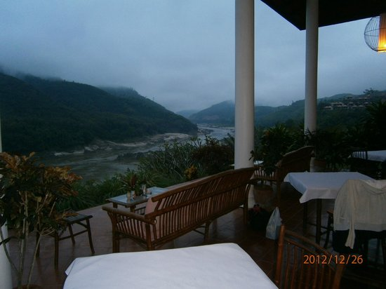 Sanctuary Pakbeng Lodge: the restaurant - outdoor overlooking the river
