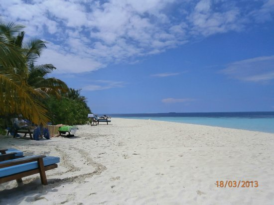 Eriyadu Island Resort: Beach by room 123