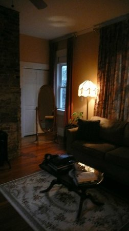 Spring Seasons Inn & Tea Room: Living room in Venice room