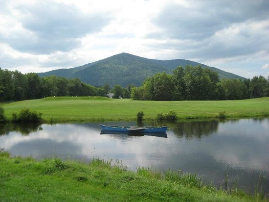 ‪كولبروك كانتري كلوب آند هوتل: Pond on 3rd and 12th hole, overlooking Vermont's Mount Monadnock‬
