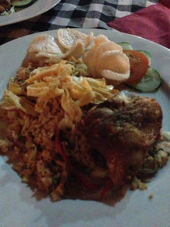 Agung Trisna Bungalows: Nasi Goreng with Fried Chicken