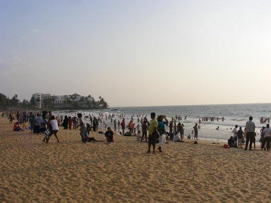 Mount Lavinia Beach: View of beach
