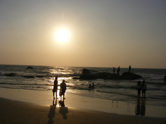 Mount Lavinia Beach: View of beach at sunset