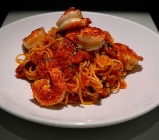 Pizza Via Veneto: Spaghetti,concassées de tomates de San Marzano,crevettes grillées