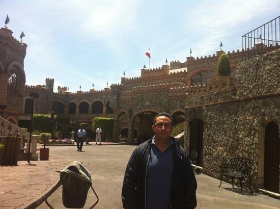 Castillo Santa Cecilia Hotel: muy bien x fuera muy mal por dentro