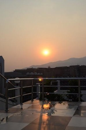 Chiang Mai Residence: Sunset from the rooftop pool