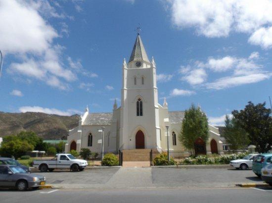 Mimosa Lodge: montagu church