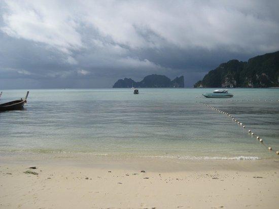 Andaman Beach Resort : Вид на море из отеля