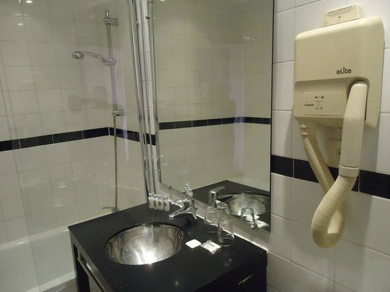 New Hotel Saint Charles: Bathroom