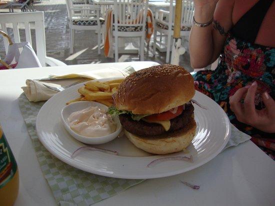 Stella Di Mare Beach Hotel & Spa: Hamburger