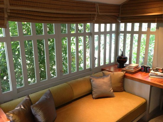 The Surin Phuket: Room seating area