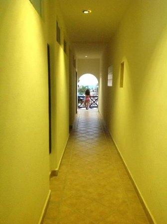 Hotel Riviera del Sol: Pasillo de las habitaciones Riviera del Sol