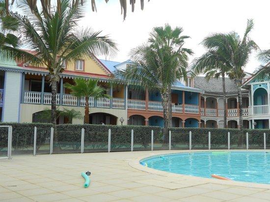 Alamanda Resort: Back side of property w/ pool