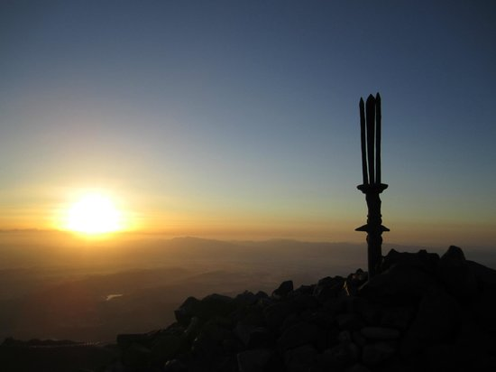 Takachiho Ridge: 高千穂峰山頂よりみた日の出