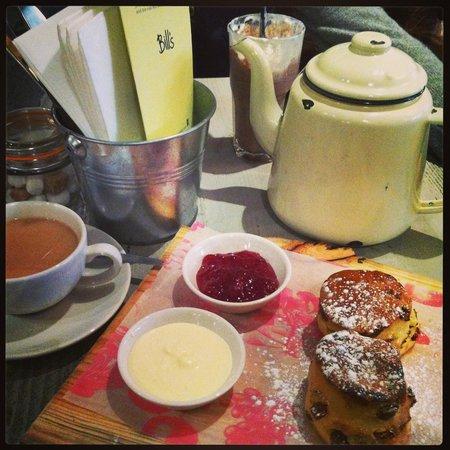 Bill's Restaurant: Tea and Scones