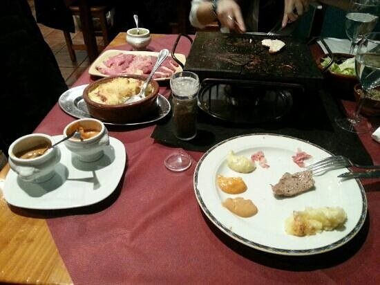 Restaurante Creperia Le Dolmen : Carne a la piedra y gratin dauphinois