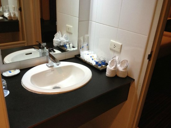 Grand China Hotel: Bathroom Sink with Complimentary Toiletries