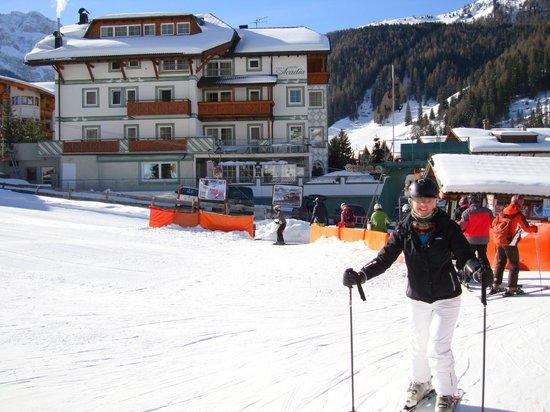 Hotel Acadia: Hotel from nursey slopes